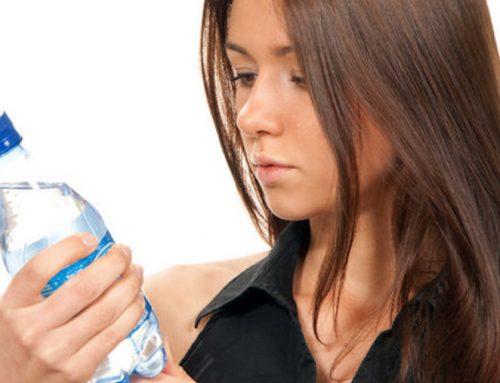 ¿Cómo se debe ler a etiqueta da auga mineral?